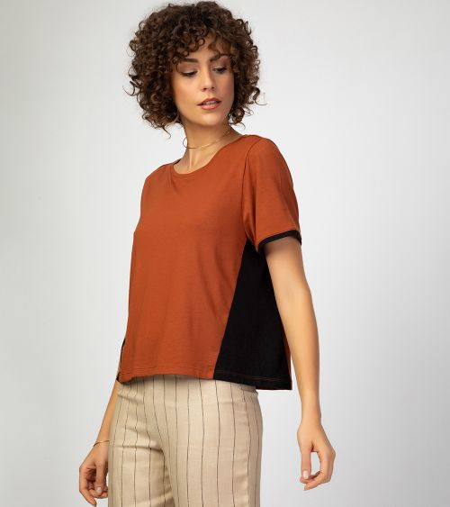camiseta-manga-curta-21027-caramelo-lado