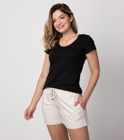 camiseta-pima-21010-preto-shorts-20891-areia-frente-4